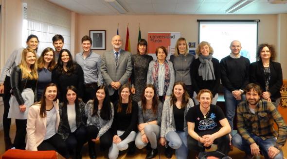 21 estudiantes concluir n en la ule el embs tras cursar en for Oficina relaciones internacionales ucm